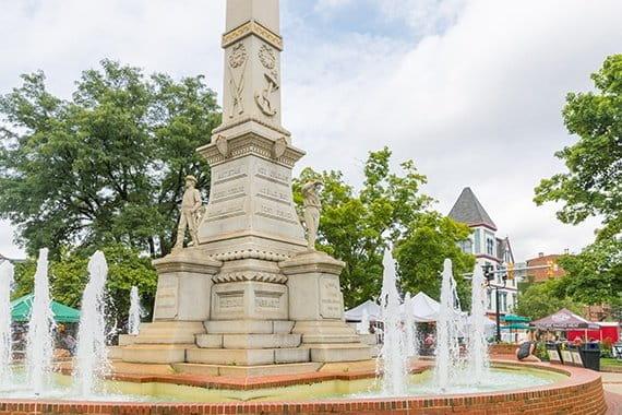 Easton PA fountain in city plaza