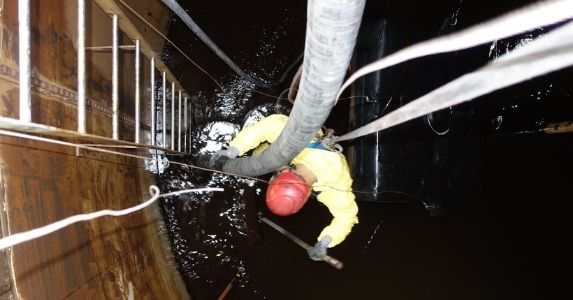 A Guide to Above Ground Petroleum Tank Cleaning